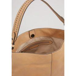 Mint Velvet HARLEY STUDDED SHOULDER BAG Torebka light tan. Brązowe torebki klasyczne damskie Mint Velvet. W wyprzedaży za 571,35 zł.