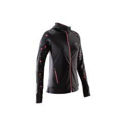 Bluza do biegania RUN WARM HOOD damska. Czarne bluzy z kieszeniami damskie marki KALENJI, z elastanu. Za 99,99 zł.