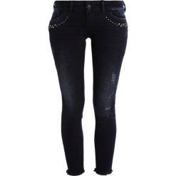 LTB PETRA Jeansy Slim Fit miracle wash. Czarne jeansy damskie marki LTB, z bawełny. W wyprzedaży za 223,30 zł.