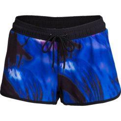 Spodenki plażowe damskie SKDT601 - multikolor - Outhorn. Niebieskie szorty damskie Outhorn, z materiału. W wyprzedaży za 39,99 zł.