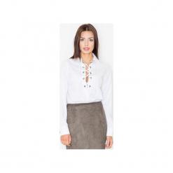 Koszula M494 Biały. Szare koszule wiązane damskie marki FIGL, m, z bawełny, eleganckie, z asymetrycznym kołnierzem, z długim rękawem. Za 109,00 zł.