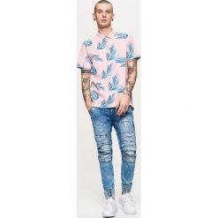 Koszulki polo: Koszulka polo z nadrukiem all over – Różowy