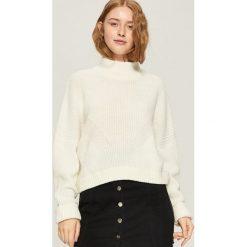 Sweter z geometrycznym wzorem - Kremowy. Białe swetry klasyczne damskie Sinsay, l. Za 49,99 zł.