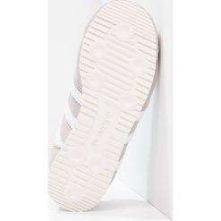 Adidas Originals DRAGON OG 3D KNIT Tenisówki i Trampki clear granite/core black/chalk white. Szare trampki chłopięce marki adidas Originals, z materiału. W wyprzedaży za 188,30 zł.