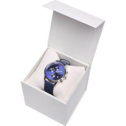 ZEGAREK MĘSKI KLASYCZNY Z GRANATOWĄ TARCZĄ W PUDEŁKU PREZENTOWYM. Szare zegarki męskie marki Top Secret, w ażurowe wzory. Za 99,99 zł.