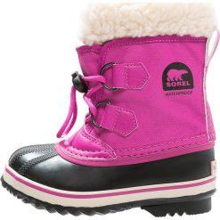 Sorel YOOT PAC Śniegowce haute pink. Czerwone kozaki dziewczęce Sorel, z kauczuku. W wyprzedaży za 223,30 zł.