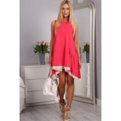Sukienka z falbaną i gipiurą koralowa 2571. Pomarańczowe sukienki marki Fasardi. Za 49,00 zł.