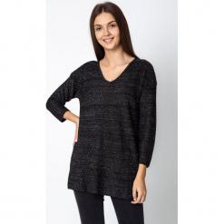 Czarny luźny błyszczący sweter QUIOSQUE. Czarne swetry klasyczne damskie QUIOSQUE. W wyprzedaży za 119,99 zł.
