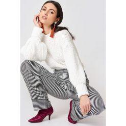 MANGO Sweter z bufiastym rękawem - White. Zielone swetry klasyczne damskie marki Emilie Briting x NA-KD, l. W wyprzedaży za 91,98 zł.