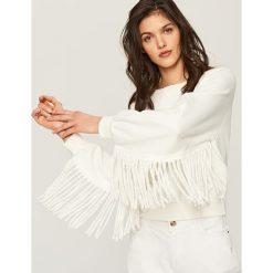 Bluzy damskie: Biała bluza z frędzlami przy rękawach – Kremowy