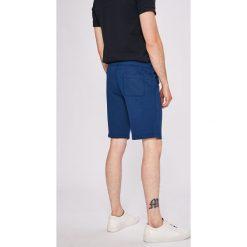 Jack & Jones - Szorty. Czarne szorty męskie marki Jack & Jones, l, z bawełny, z klasycznym kołnierzykiem, z długim rękawem. W wyprzedaży za 59,90 zł.