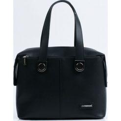 Monnari - Torebka. Czarne torebki klasyczne damskie Monnari, w paski, z materiału, duże. W wyprzedaży za 179,90 zł.