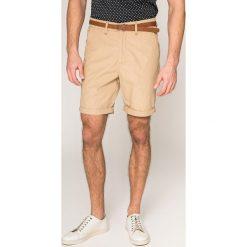 Guess Jeans - Szorty. Różowe spodenki jeansowe męskie Guess Jeans, z aplikacjami, casualowe. W wyprzedaży za 299,90 zł.