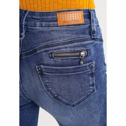 Freeman T. Porter ALEXA HIGH Jeansy Slim Fit indigo. Niebieskie jeansy damskie relaxed fit marki Freeman T. Porter. W wyprzedaży za 272,35 zł.