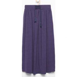 Długa spódnica z ozdobnym sznurkiem - Granatowy. Niebieskie spódniczki dziewczęce Reserved, maxi. W wyprzedaży za 39,99 zł.