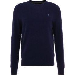 Polo Ralph Lauren LORYELLE Sweter hunter navy. Niebieskie swetry klasyczne męskie Polo Ralph Lauren, m, z materiału, polo. Za 669,00 zł.