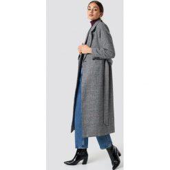 NA-KD Dwurzędowy płaszcz w szkocką kratę - Grey. Szare płaszcze damskie wełniane NA-KD, w paski. Za 323,95 zł.