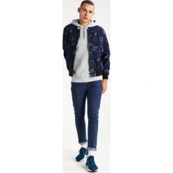 Samsøe & Samsøe TASH Bluza z kapturem natural gray. Czarne bluzy męskie rozpinane marki Reserved, m, z kapturem. W wyprzedaży za 399,20 zł.