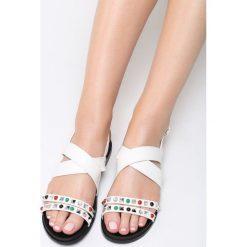 Białe Sandały Looped. Białe sandały damskie marki Born2be, z materiału, na obcasie. Za 69,99 zł.