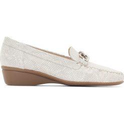 Buty ślubne damskie: Skórzane mokasyny na koturnie