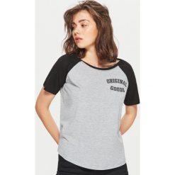 Koszulka z raglanowymi rękawami - Jasny szary. Szare t-shirty damskie marki Cropp, l. Za 24,99 zł.