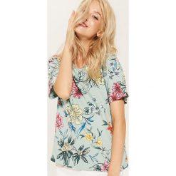 Koszulka w kwiaty - Turkusowy. Niebieskie t-shirty damskie House, l, w kwiaty. W wyprzedaży za 25,99 zł.
