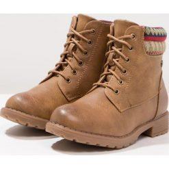 XTI Botki sznurowane camel. Brązowe buty zimowe damskie marki Xti, z materiału, na sznurówki. W wyprzedaży za 125,95 zł.