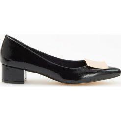 Czółenka na niskim obcasie - Czarny. Czarne buty ślubne damskie Reserved, na niskim obcasie. Za 119,99 zł.