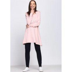 Jasnoróżowy Sweter Proportionate. Szare swetry klasyczne damskie Born2be, l, z dzianiny, z okrągłym kołnierzem. Za 64,99 zł.