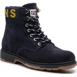 Kozaki TOMMY JEANS - Suede Boot EM0EM00235  Black Iris 431. Niebieskie botki męskie Tommy Jeans, z jeansu. Za 599,00 zł.