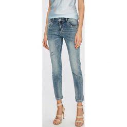 Answear - Jeansy Wiya for Answear. Niebieskie jeansy damskie marki ANSWEAR. W wyprzedaży za 99,90 zł.