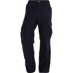 Spodnie męskie: Carhartt WIP CARGO SANDERS Bojówki dark navy rinsed