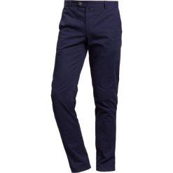 JOOP! HANK Chinosy blau. Niebieskie chinosy męskie marki JOOP!, z bawełny. W wyprzedaży za 479,20 zł.