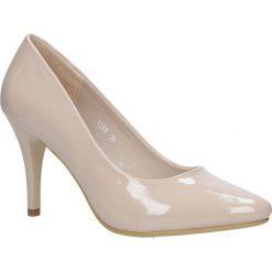 Beżowe szpilki czółenka ślubne lakierowane nude Sergio Leone 1399. Brązowe buty ślubne damskie Sergio Leone, z lakierowanej skóry, na szpilce. Za 108,99 zł.