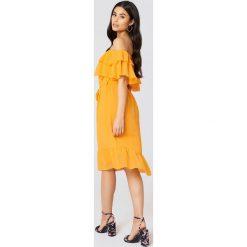 Sukienki: NA-KD Boho Sukienka z odkrytymi ramionami – Yellow