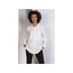 Koszula oversize, K108. Białe koszule damskie Lanti, z dekoltem na plecach. Za 119,00 zł.