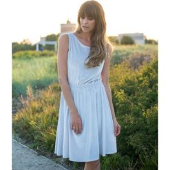 Sukienka Monroe w grochy. Szare sukienki na komunię Pakamera, w grochy, z weluru, midi, wyszczuplające. Za 269,00 zł.