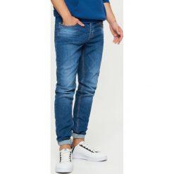 Jeansy COMFORT - Granatowy. Niebieskie jeansy męskie marki Cropp. Za 119,99 zł.
