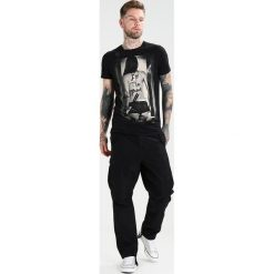 T-shirty męskie z nadrukiem: Religion IM THE BAND TEE Tshirt z nadrukiem black