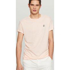 T-shirty męskie: T-shirt z małym haftem – Pomarańczo