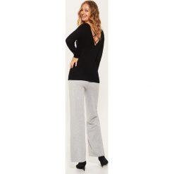 Sweter z dekoltem na plecach - Czarny - 2