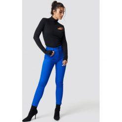 NA-KD Jeansy z wysokim stanem - Blue. Niebieskie spodnie z wysokim stanem marki NA-KD, z satyny. Za 100,95 zł.