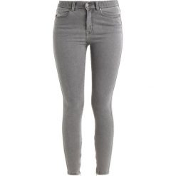 Dr.Denim MADDOX Jeans Skinny Fit light grey. Szare rurki damskie Dr.Denim. Za 249,00 zł.