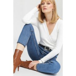 Swetry klasyczne damskie: Biały Sweter Out in front
