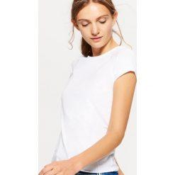 Gładka koszulka BASIC - Biały. Białe t-shirty damskie marki Cropp, l. Za 19,99 zł.