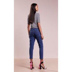J Brand RUBY CROPPED Jeansy Relaxed Fit distinct. Szare jeansy damskie relaxed fit marki J Brand, z bawełny. W wyprzedaży za 707,40 zł.