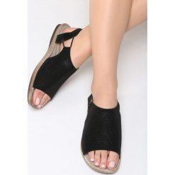 Czarne Sandały Jasper. Czarne sandały damskie marki Born2be, z materiału, na obcasie. Za 79,99 zł.