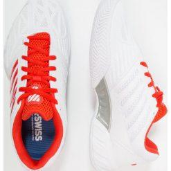 KSWISS BIG SHOT LIGHT 3 Obuwie multicourt white/fiesta/silver. Białe buty sportowe damskie marki K-SWISS. W wyprzedaży za 356,15 zł.
