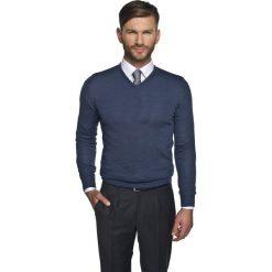 Sweter valero w serek niebieski. Niebieskie swetry klasyczne męskie Recman, m, z dekoltem w serek. Za 149,00 zł.