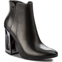 Botki CARINII - B4155 E50-000-PSK-C62. Czarne buty zimowe damskie Carinii, z materiału. W wyprzedaży za 269,00 zł.